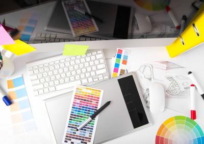 Arbeitsplatz mit Farbfächer