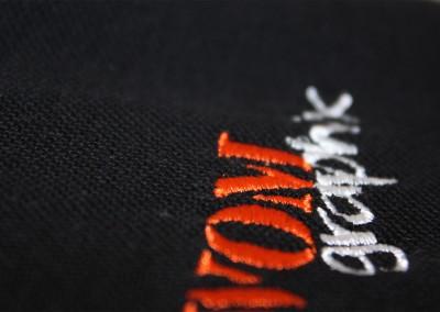 Logostick auf Poloshirt